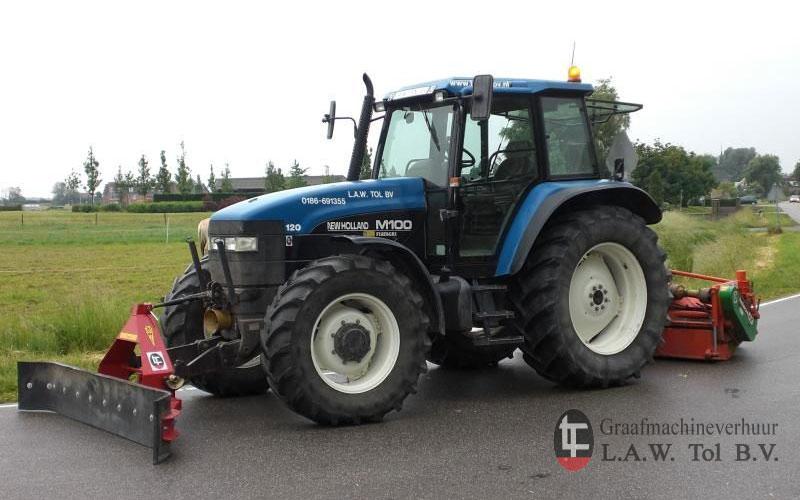 Tractor met veegmachine